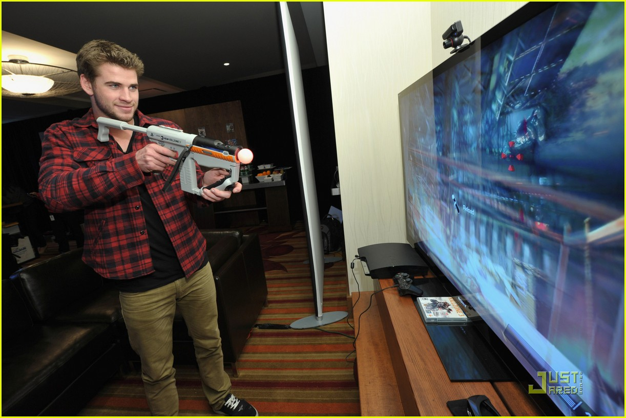 liam hemsworth playtstation 28