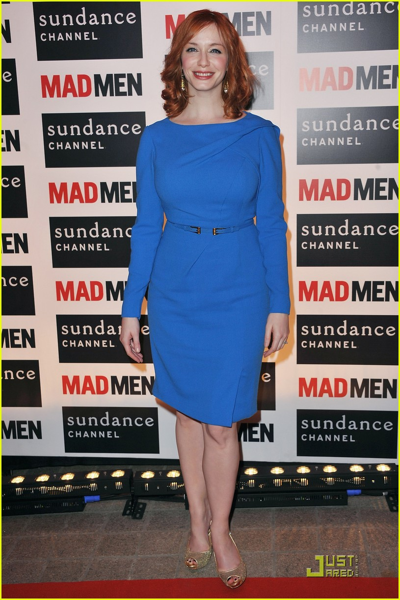 christina hendricks looks perfect in paris 01