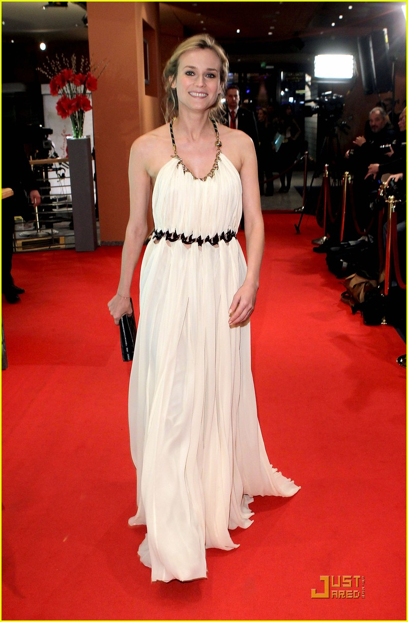 diane kruger berlin international film award ceremony 08