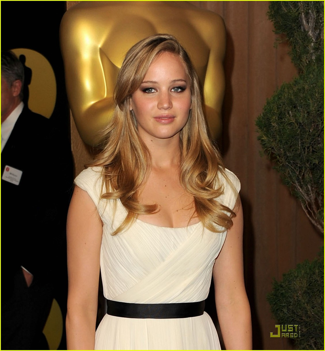 jennifer lawrence oscar luncheon 05