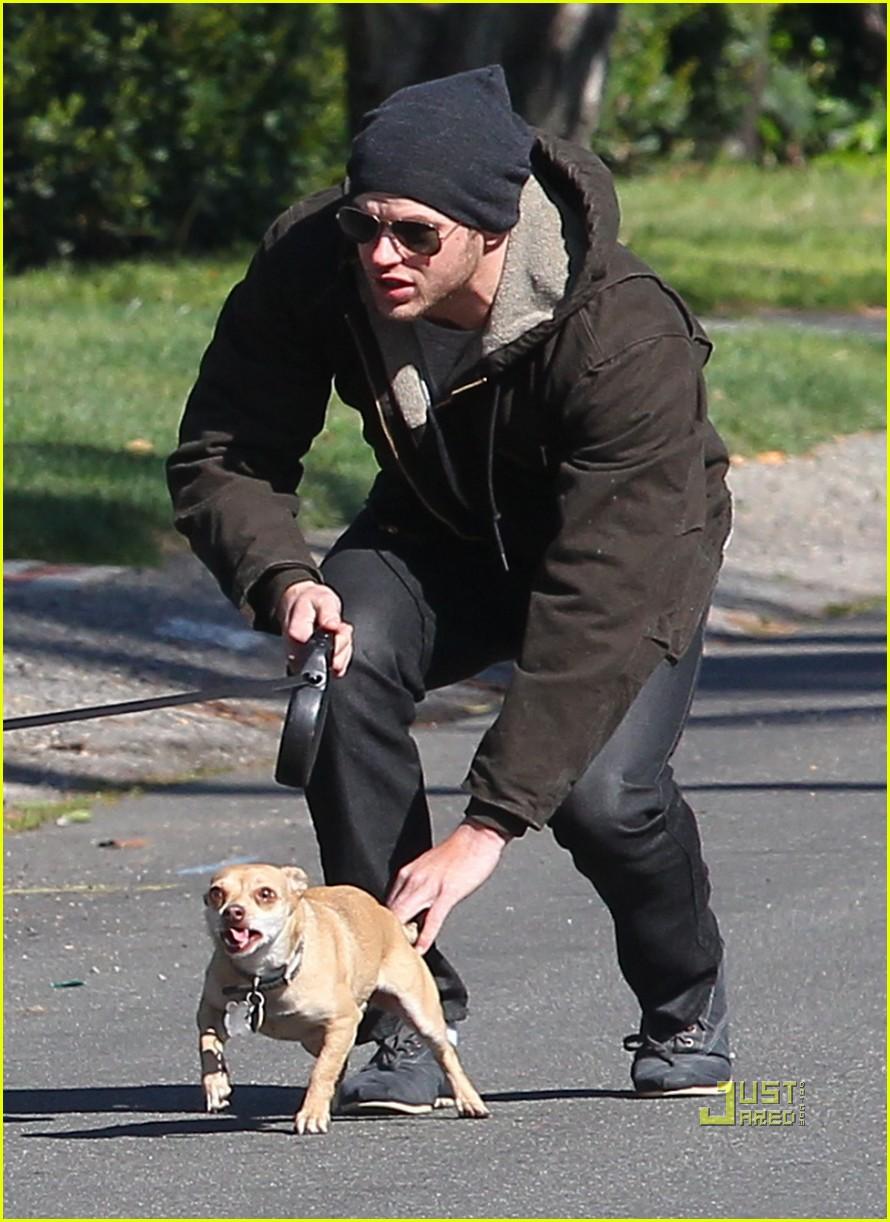 kellan lutz dog walking cdgas 16
