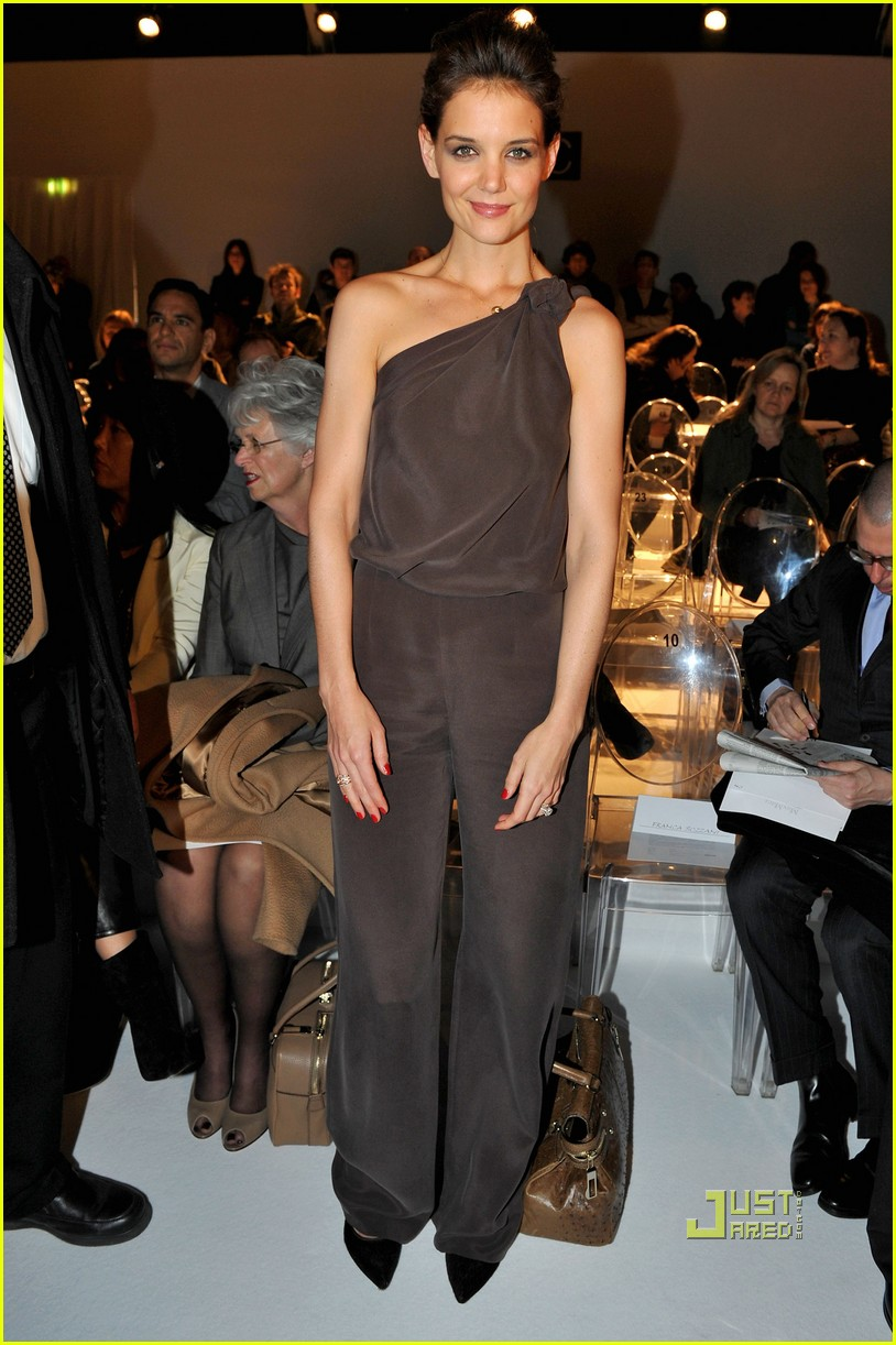 katie holmes milan mom max mara 03b