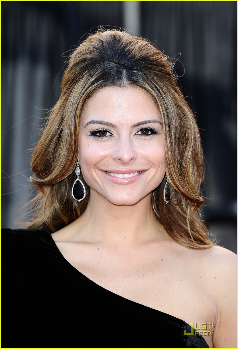 maria menounos oscars 2011 red carpet 01