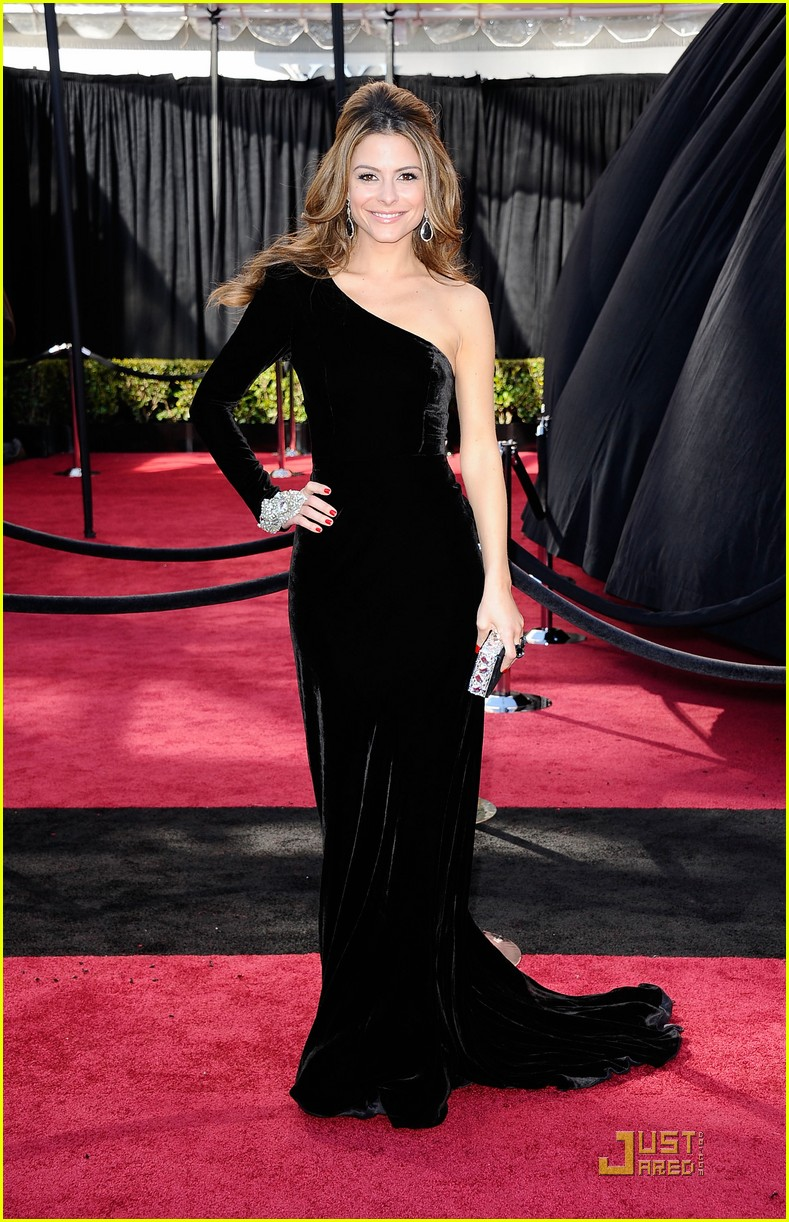 maria menounos oscars 2011 red carpet 07