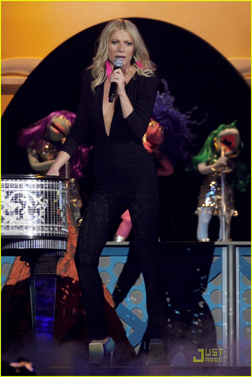gwyneth paltrow cee lo green grammys 02
