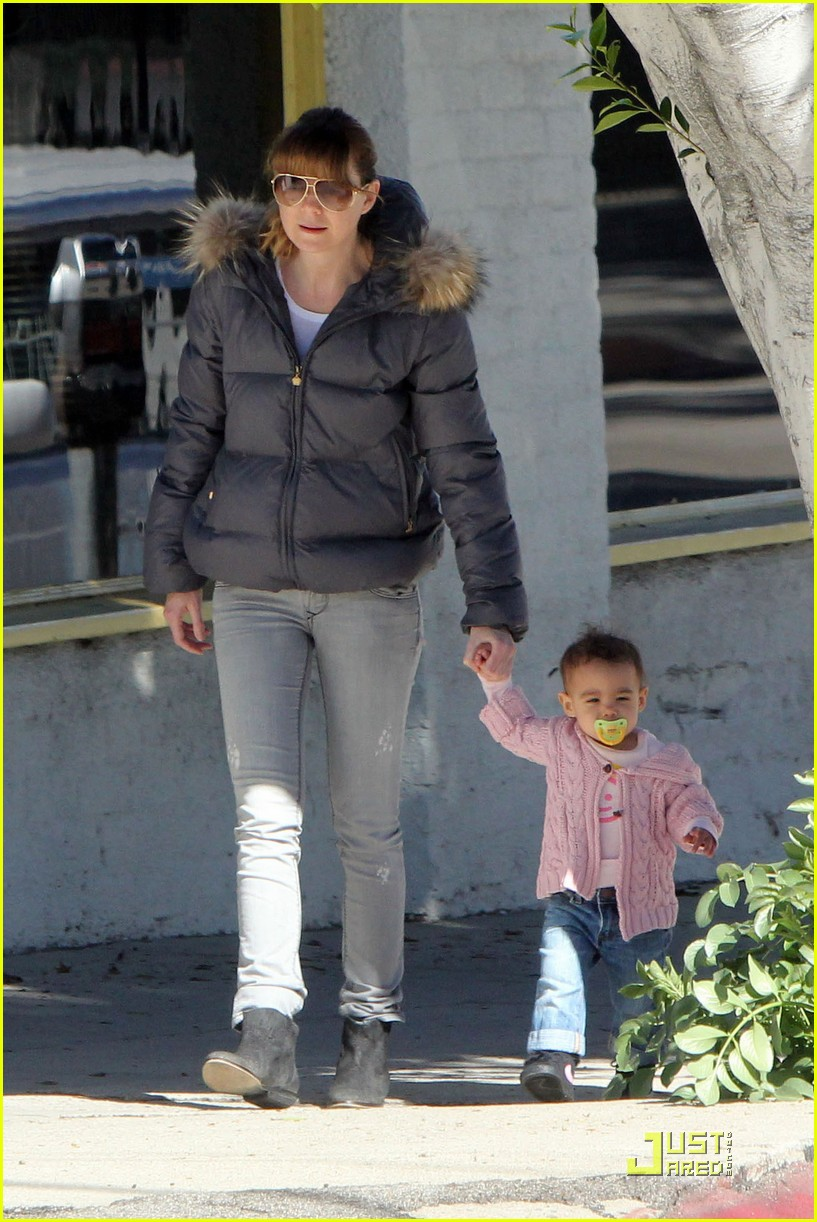 ellen pompeo petting zoo with stella 06