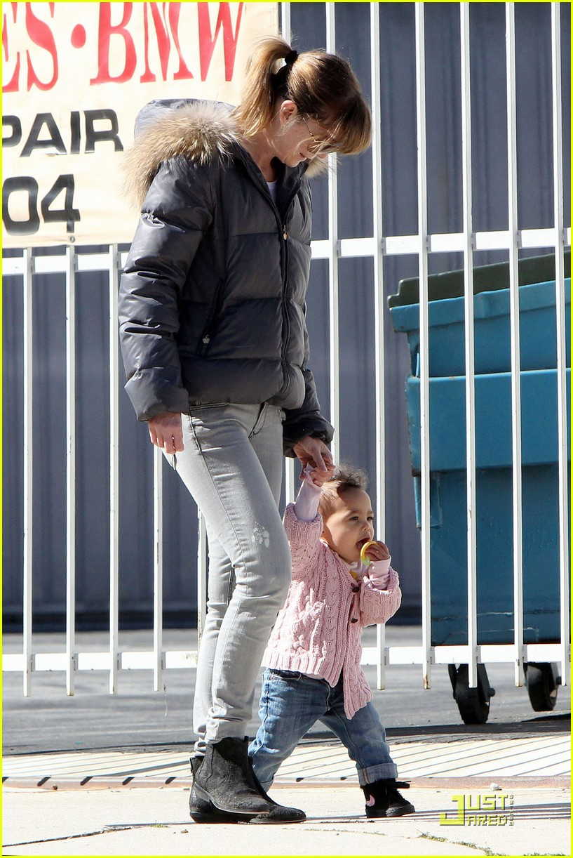 ellen pompeo petting zoo with stella 13