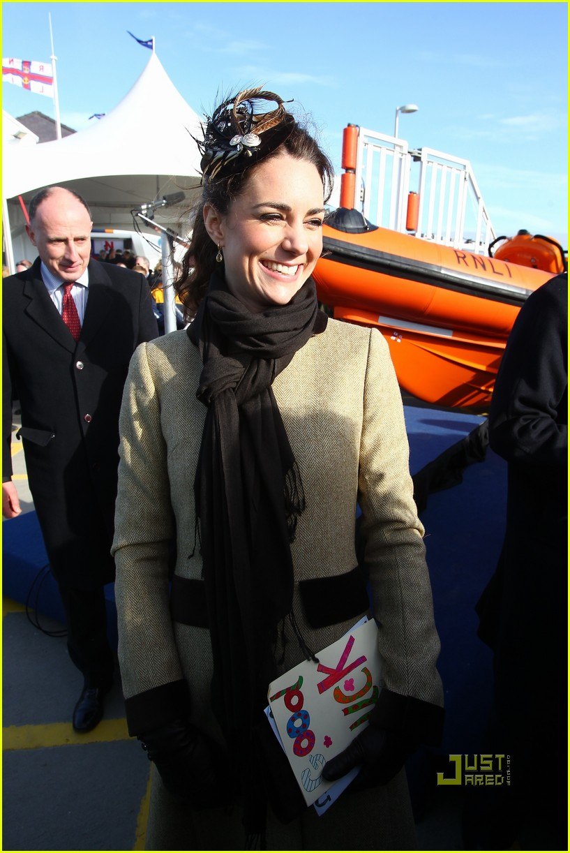 prince william kate middleton lifeboat 04