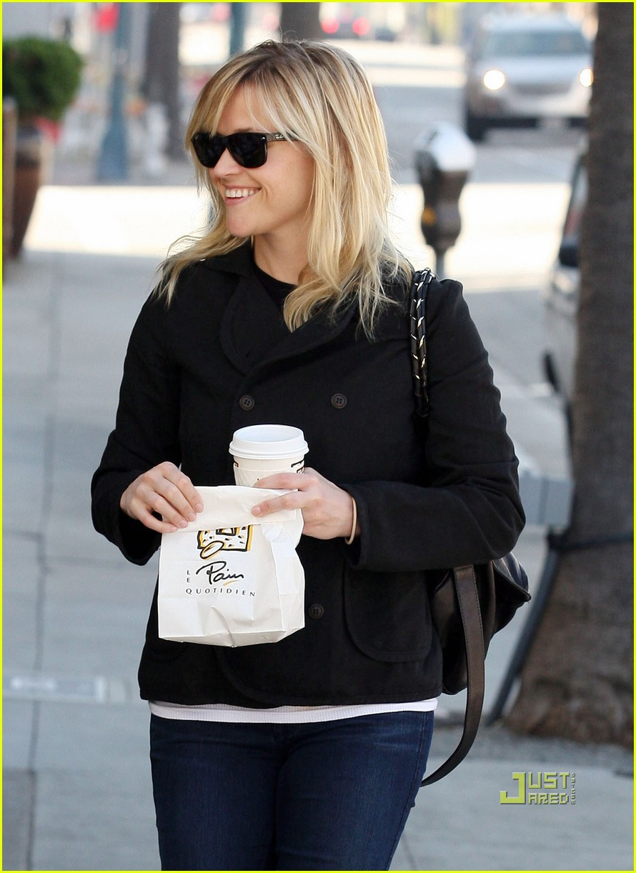 reese witherspoon wedding dress shopping 02