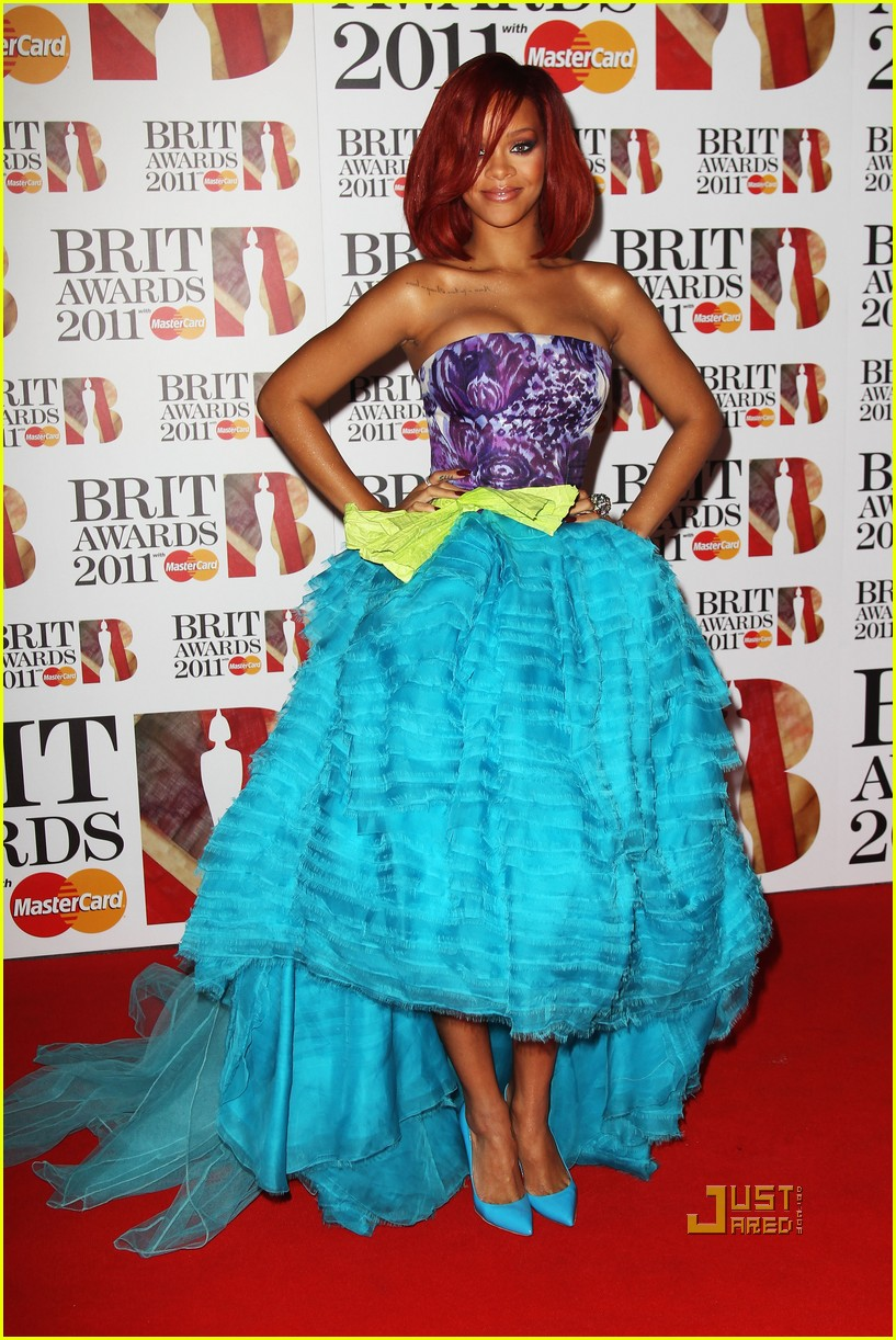 rihanna brits red carpet 012520003