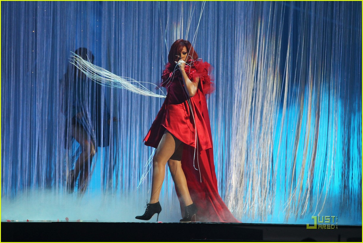 rihanna brit performance 042520076
