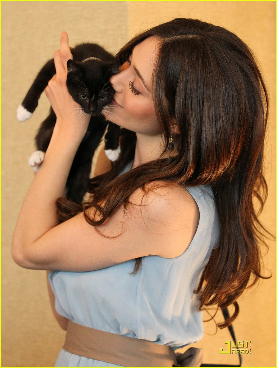 emmy rossum adopt a cat 01