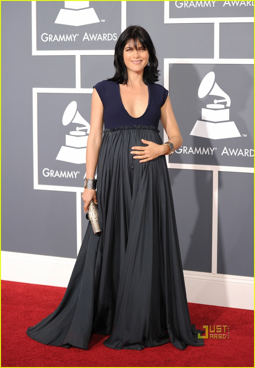 selma blair 2011 grammys red carpet 05