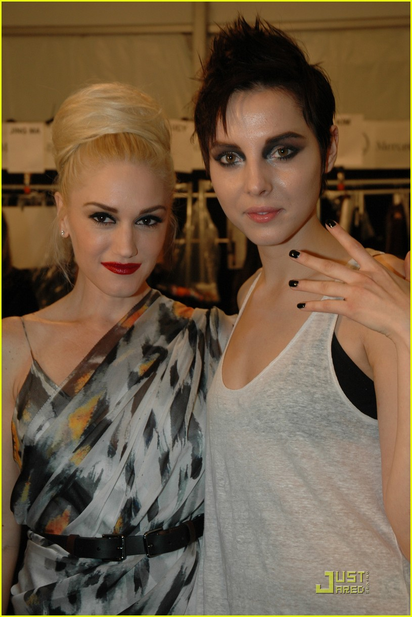 gwen stefani lamb runway with kingston 03