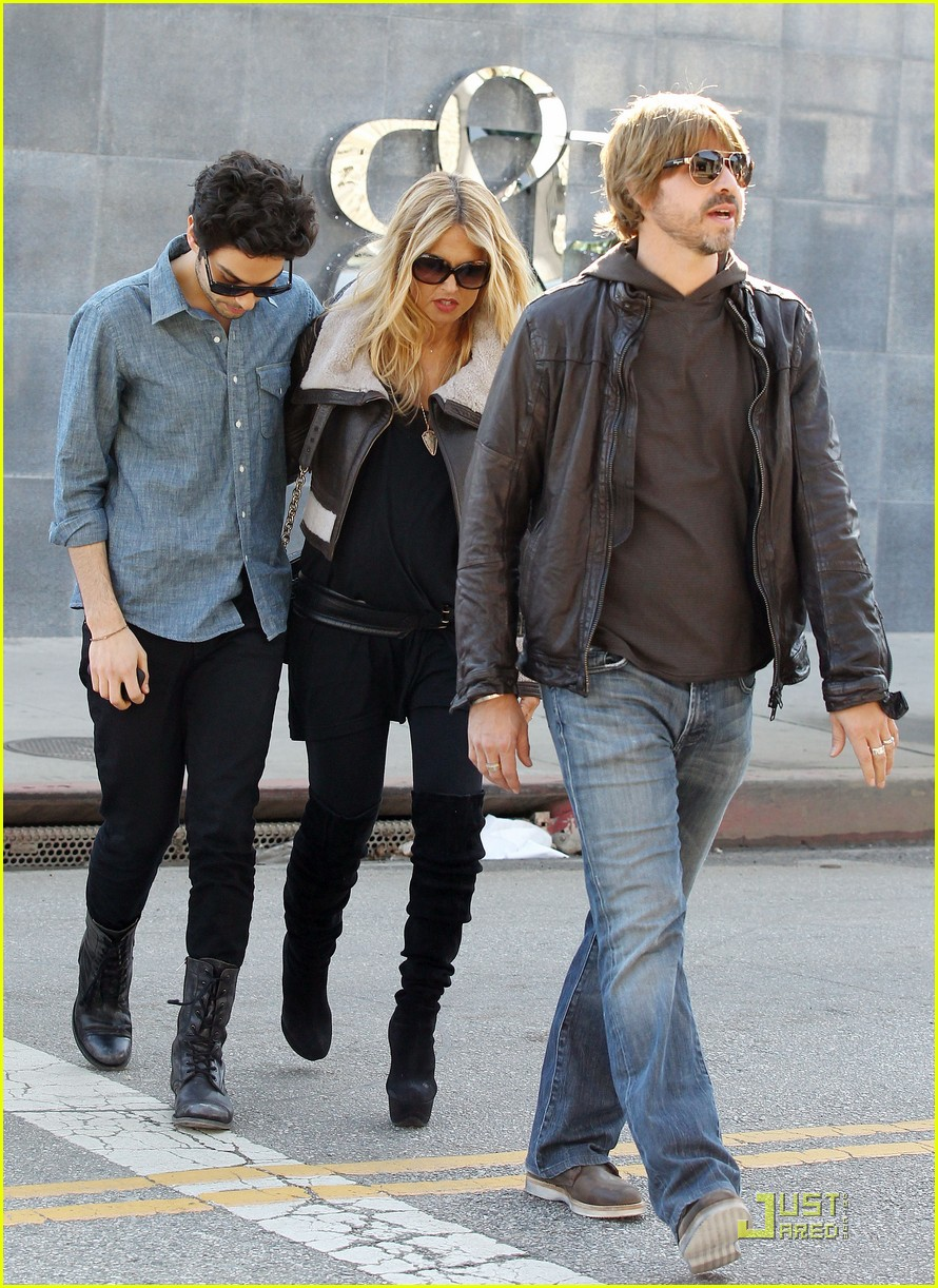 rachel zoe baby bump robertson boulevard 04