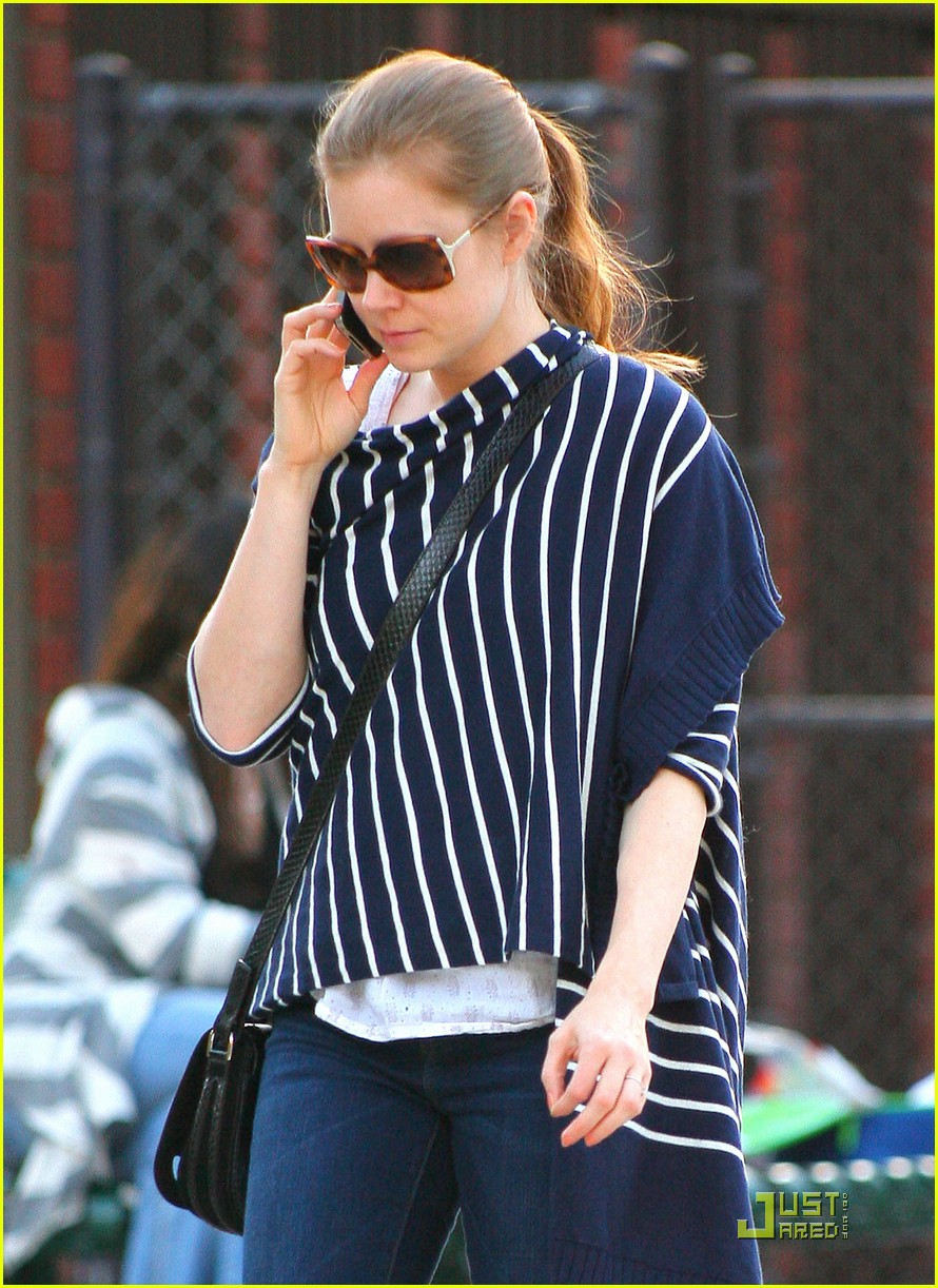 amy adams plays in the park with aviana 12