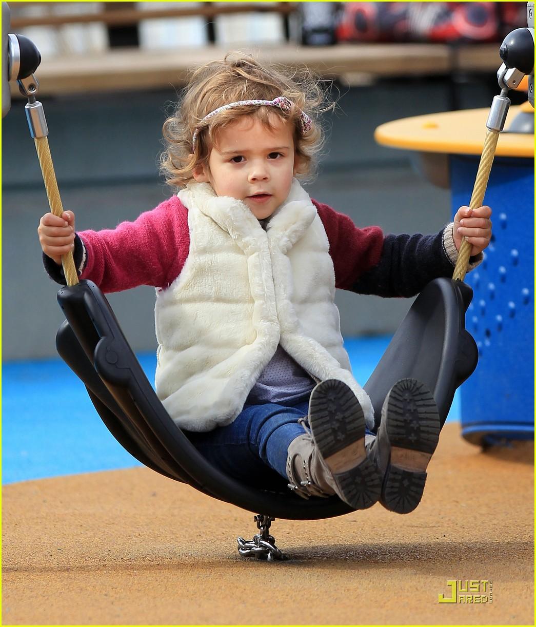 jessica alba park play with honor warren 032525708