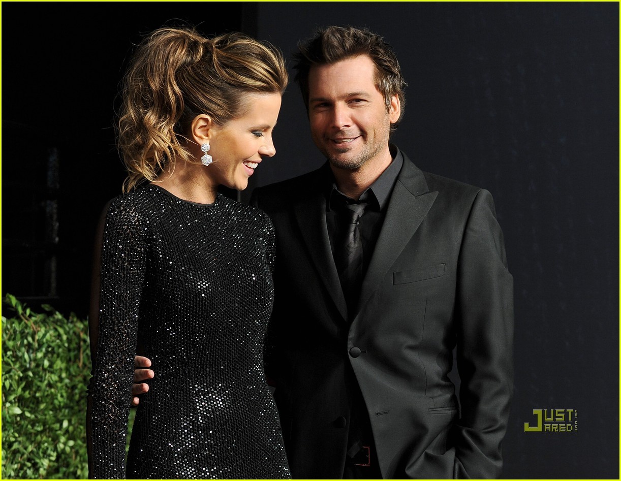 kate beckinsale vanity fair oscar party len wiseman 09