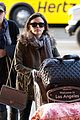 rachel bilson lugs her luggage 05