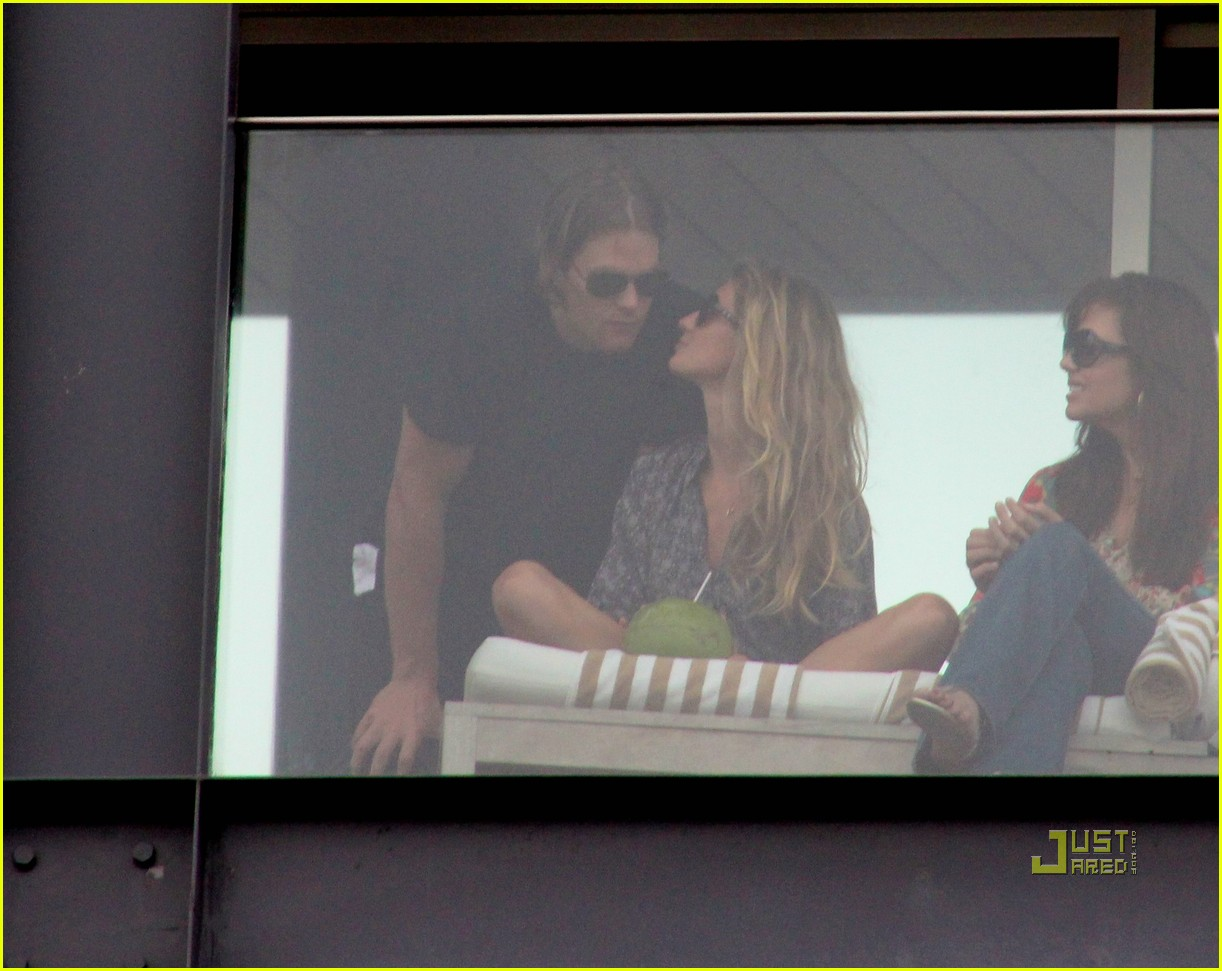 gisele bundchen tom brady brazil balcony 07