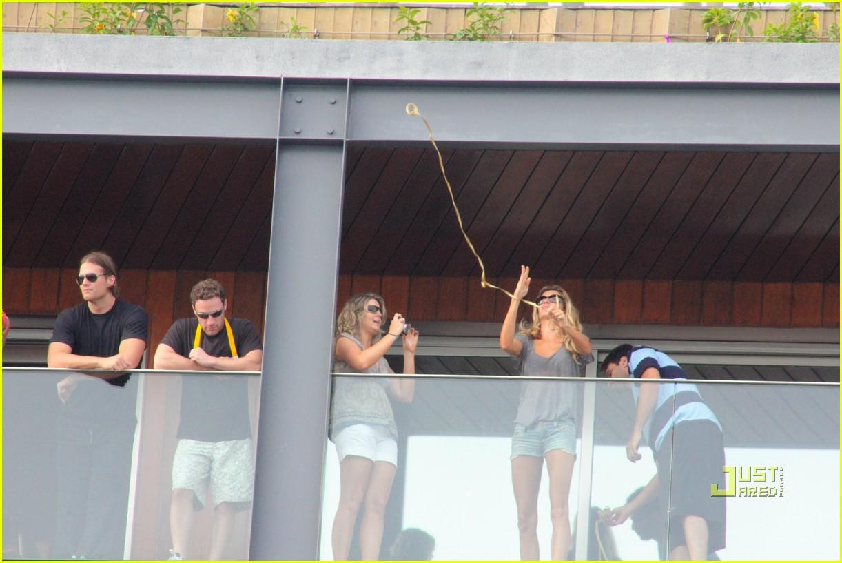 gisele bundchen tom brady brazil balcony 16