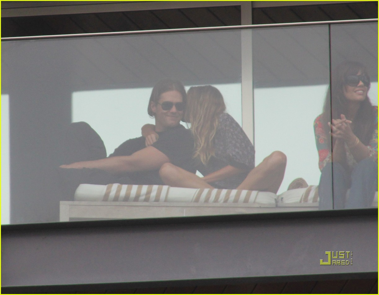 gisele bundchen tom brady brazil balcony 28