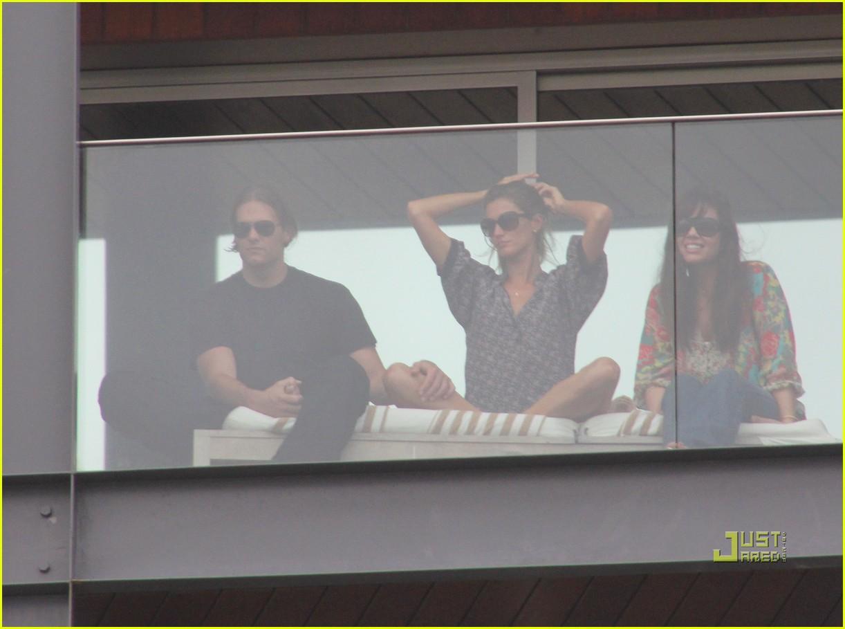 gisele bundchen tom brady brazil balcony 36