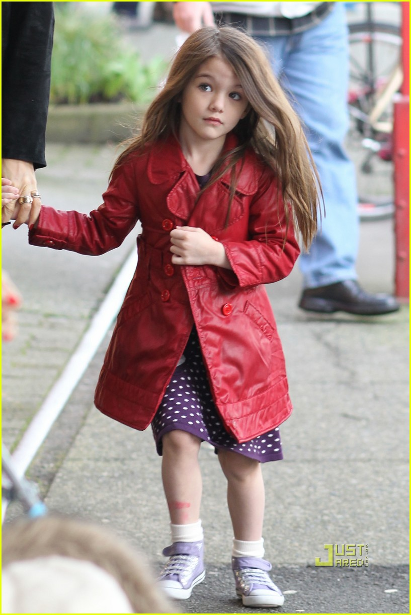 katie holmes suri cruise cupcakes kaboodles starbucks 01