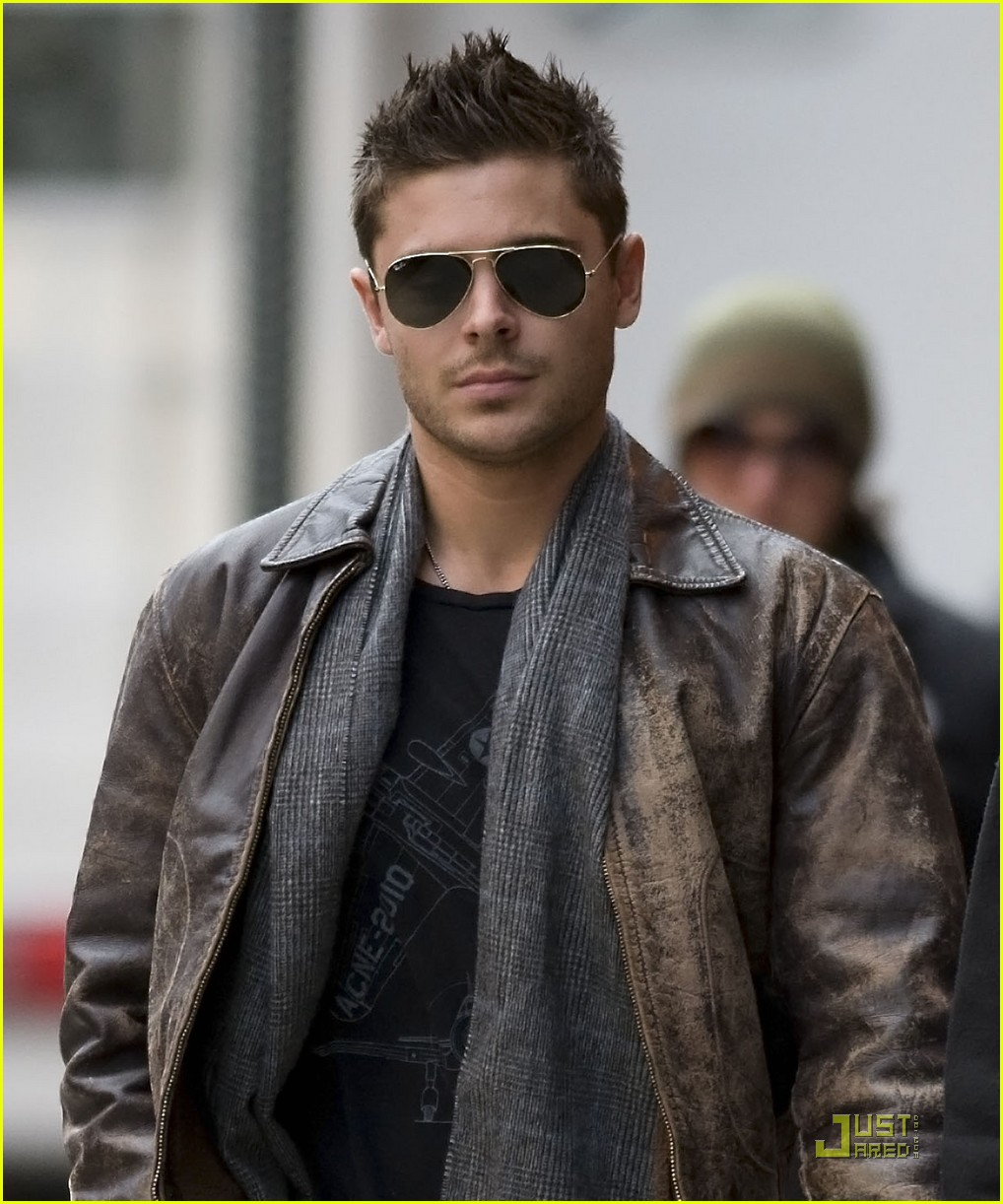 Zac Efron Fan Friendly On New Year S Eve Set Photo