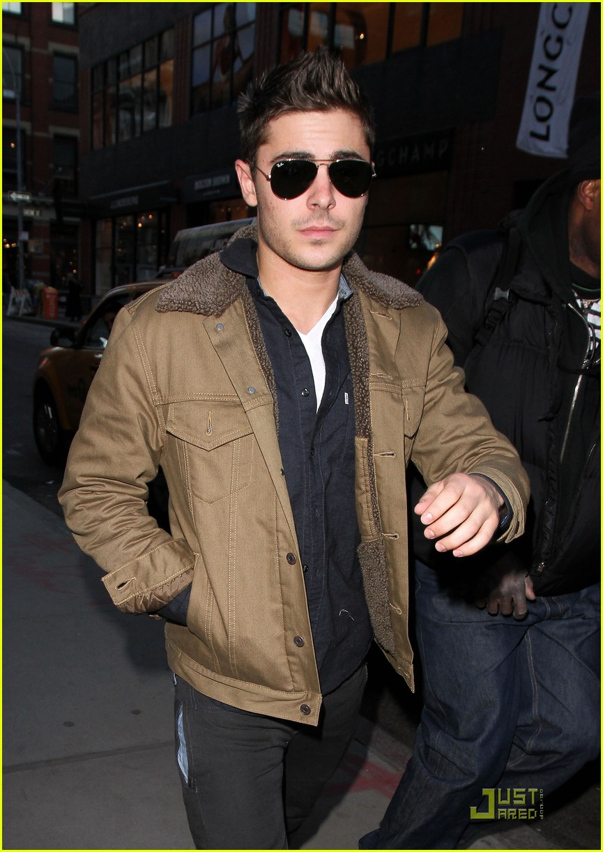 Full Sized Photo of zac efron shopping in new york city 02 ... Zac Efron Nyc