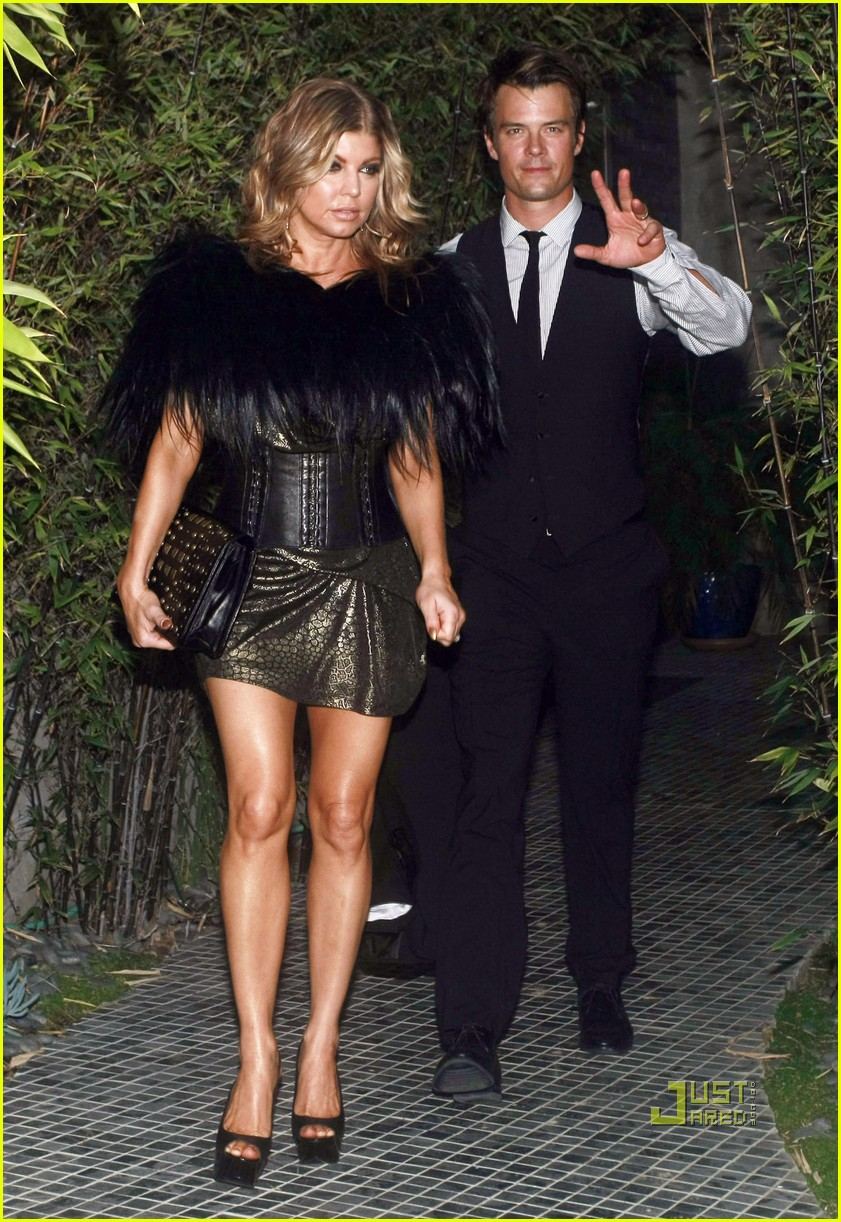 fergie josh duhamel friends wedding 01