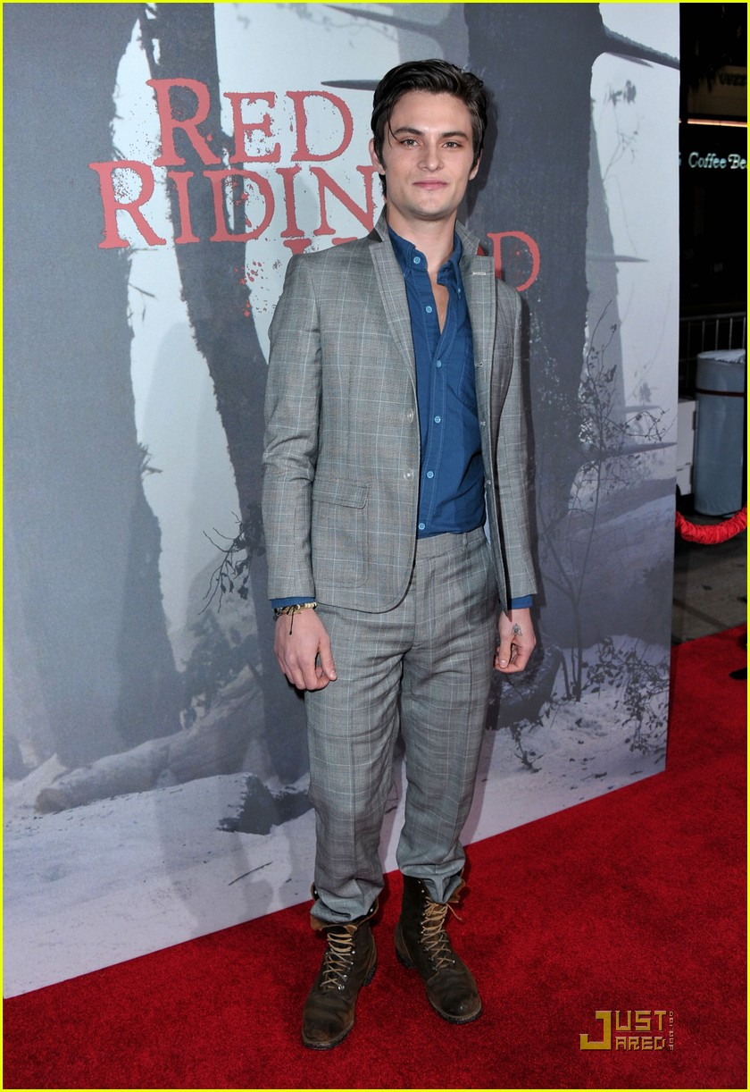 shiloh fernandez red riding hood premiere 01