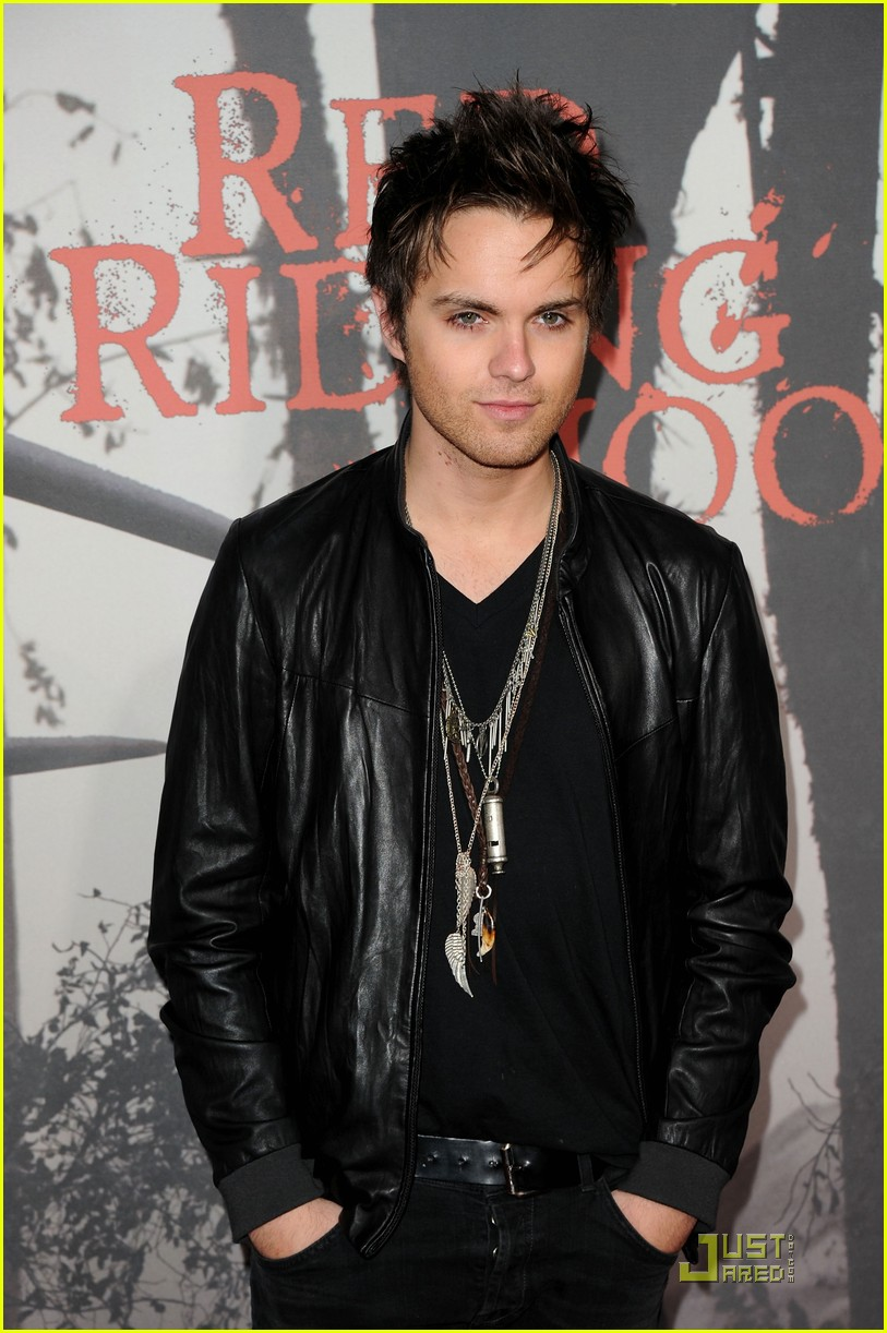 shiloh fernandez red riding hood premiere 16