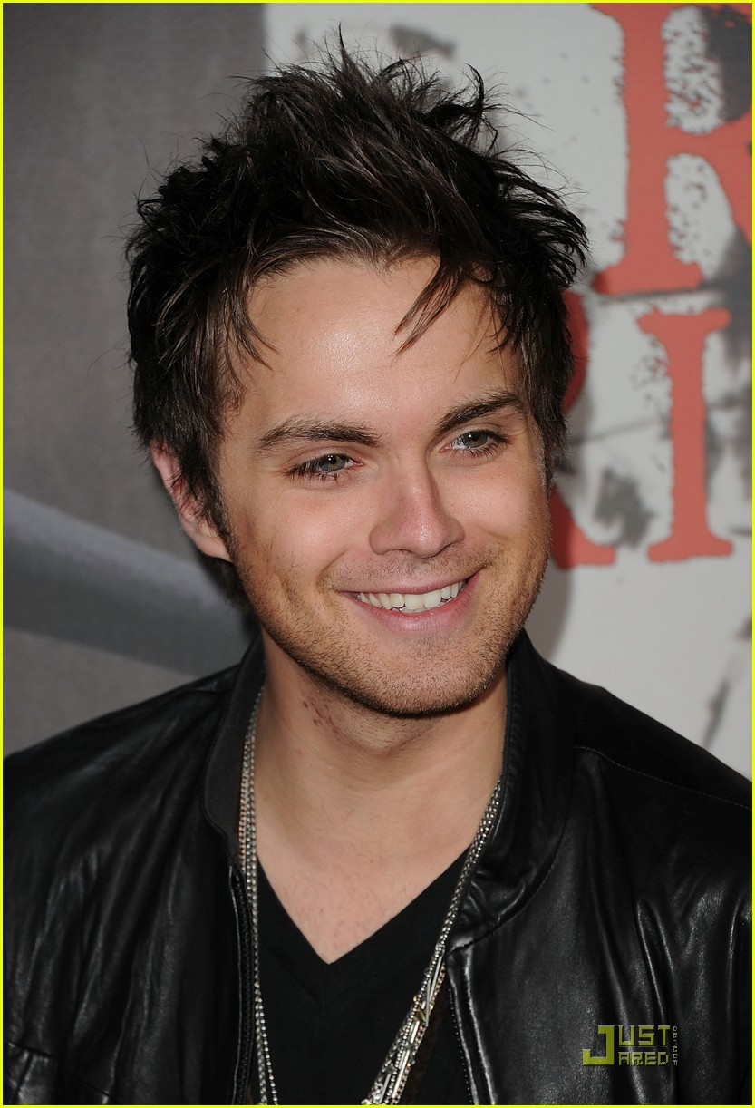 shiloh fernandez red riding hood premiere 19