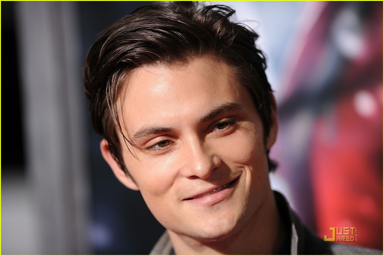shiloh fernandez red riding hood premiere 22