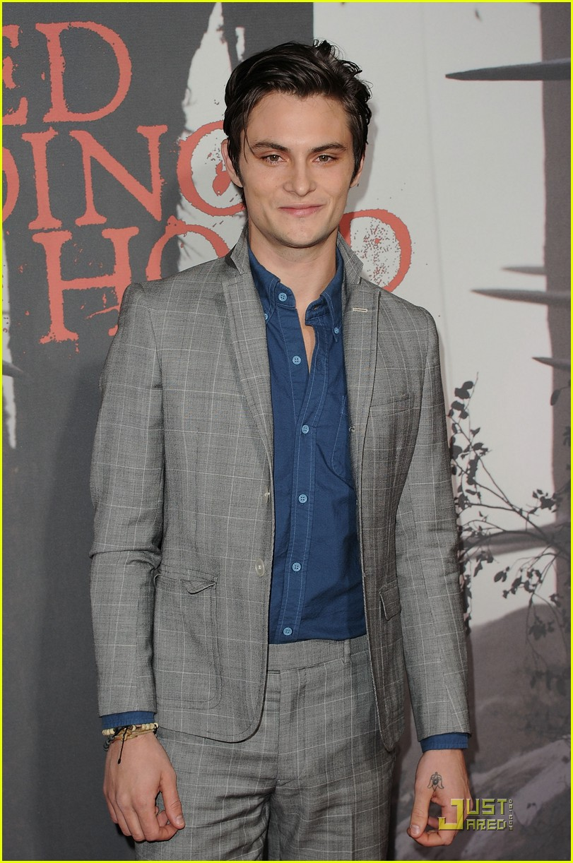 shiloh fernandez red riding hood premiere 24