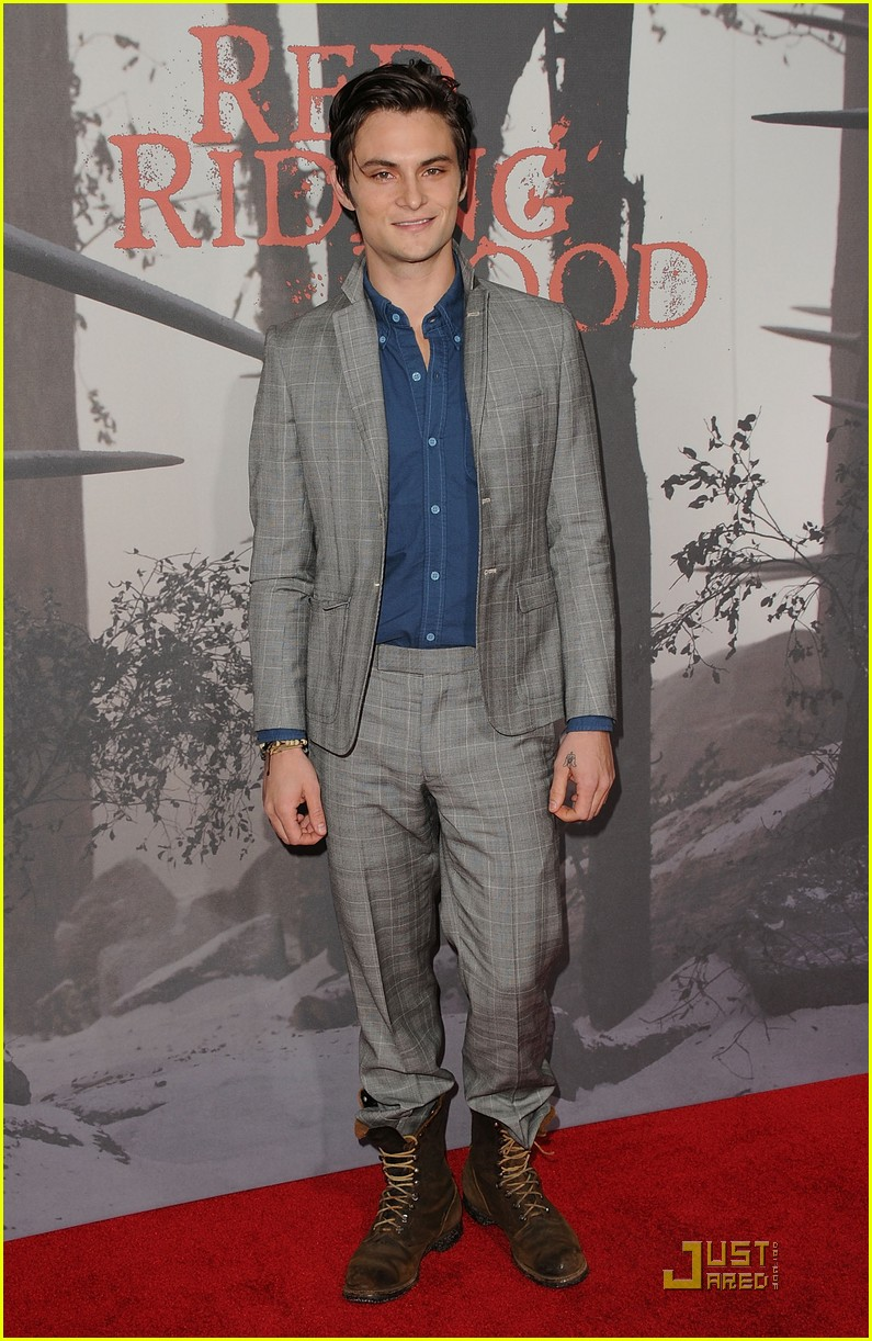 shiloh fernandez red riding hood premiere 25
