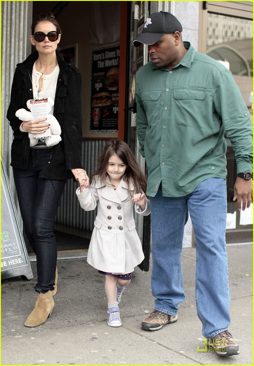 suri cruise katie holmes hamburger helper 08