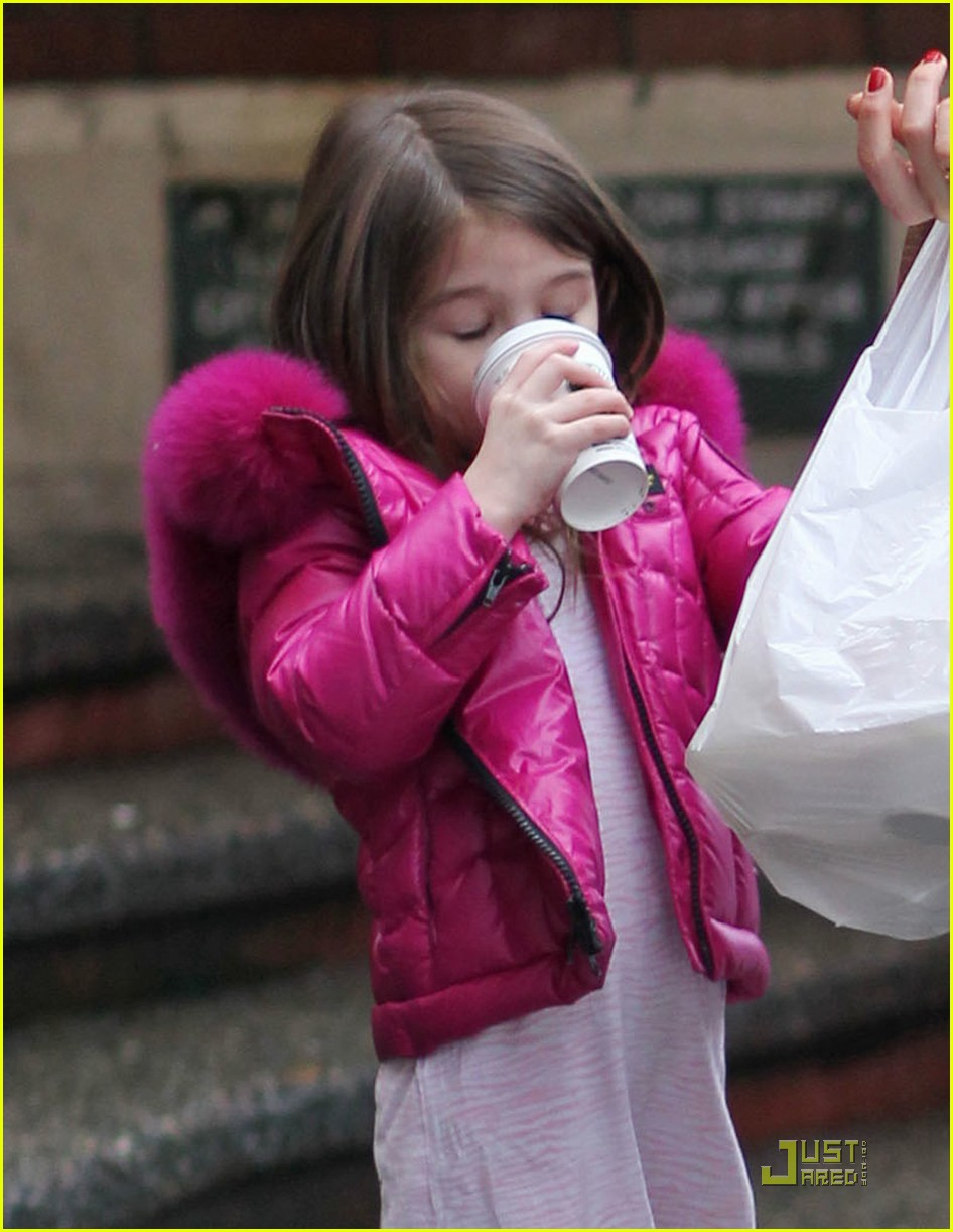 katie holmes suri starbucks 02