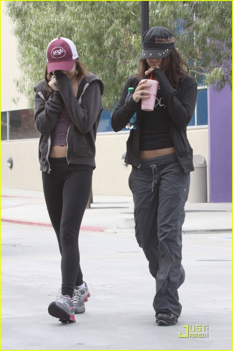vanessa hudgens gym and smoothies with stella 112529889