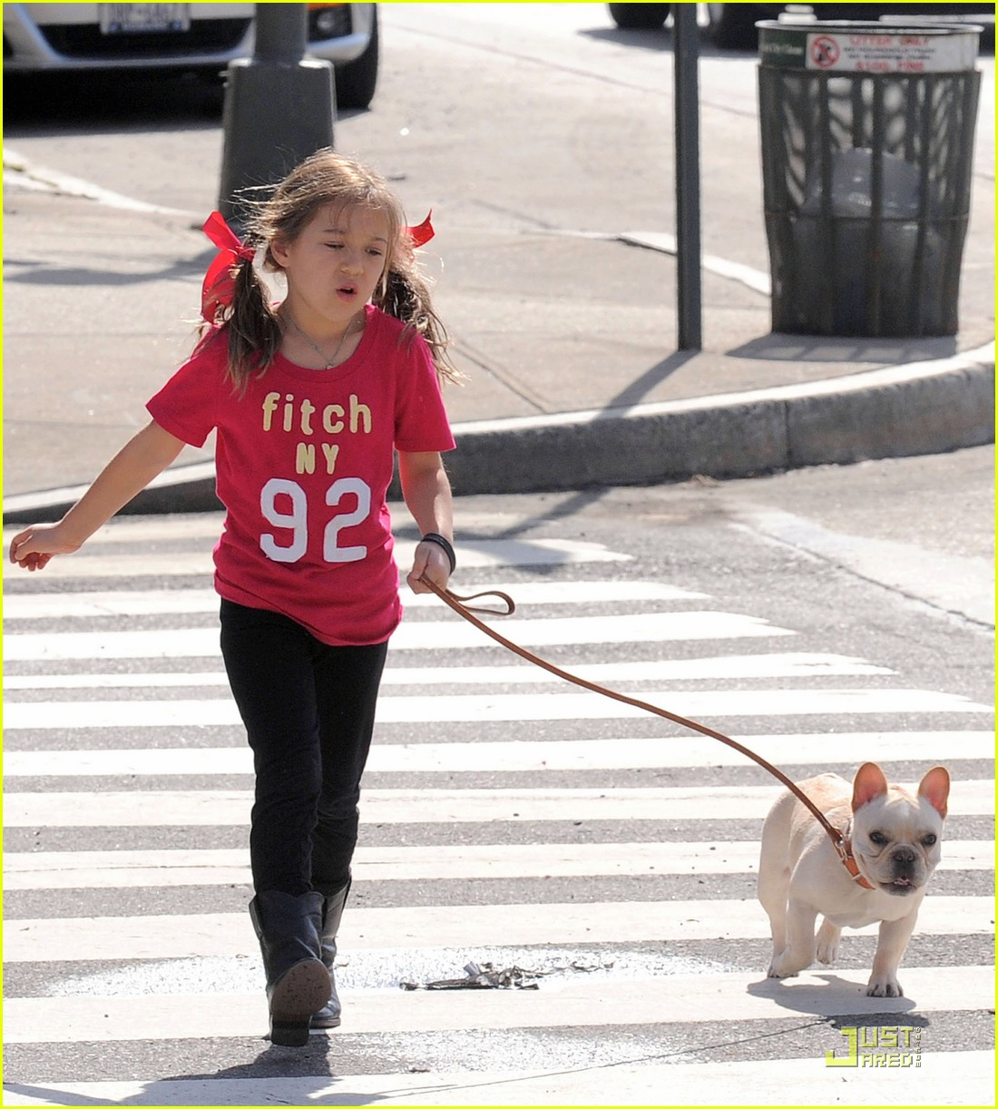 hugh jackman dog walk with ava 09