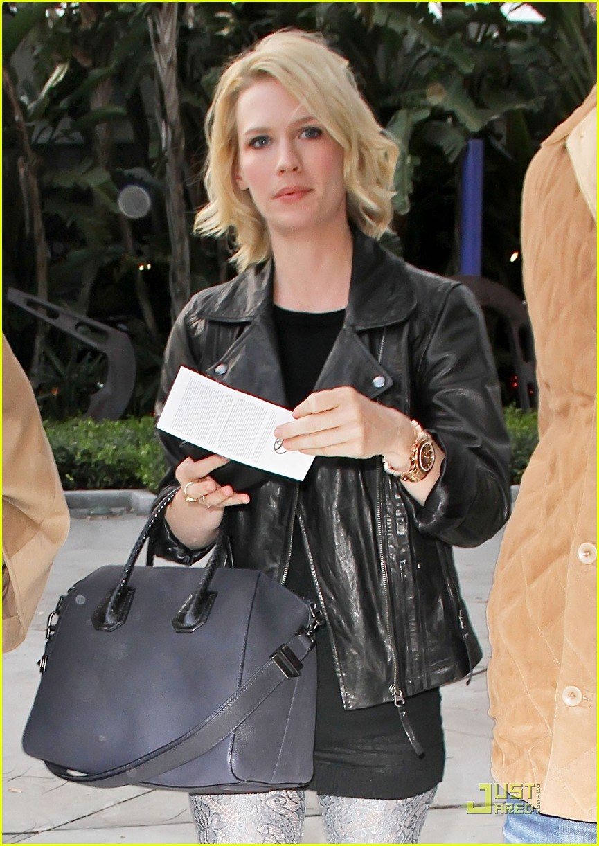 january jones adam levine lakers game 01