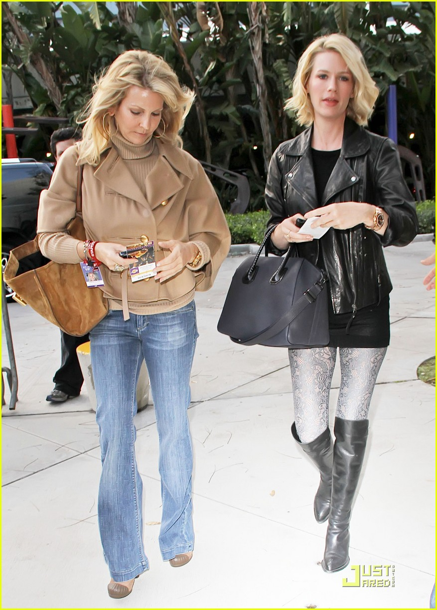 january jones adam levine lakers game 042530903