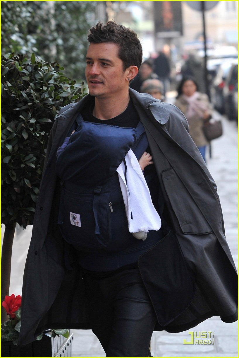 miranda kerr orlando bloom parisian pair 07