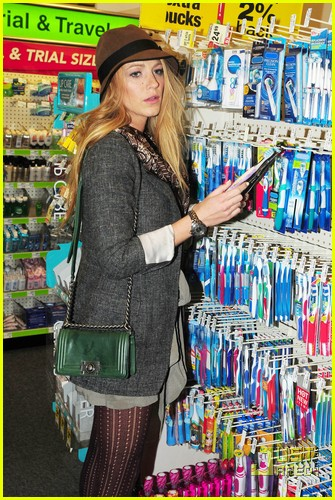 blake lively reach toothbrush 01