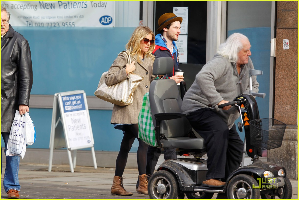 sienna miller time with tom sturridge 04