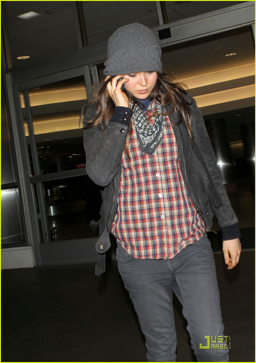 ellen page lands in los angeles 01