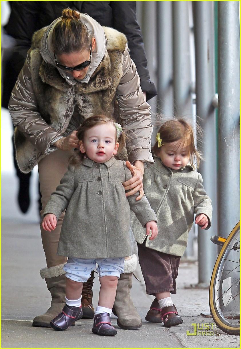 ksarah jessica parker birthday stroll twins 01