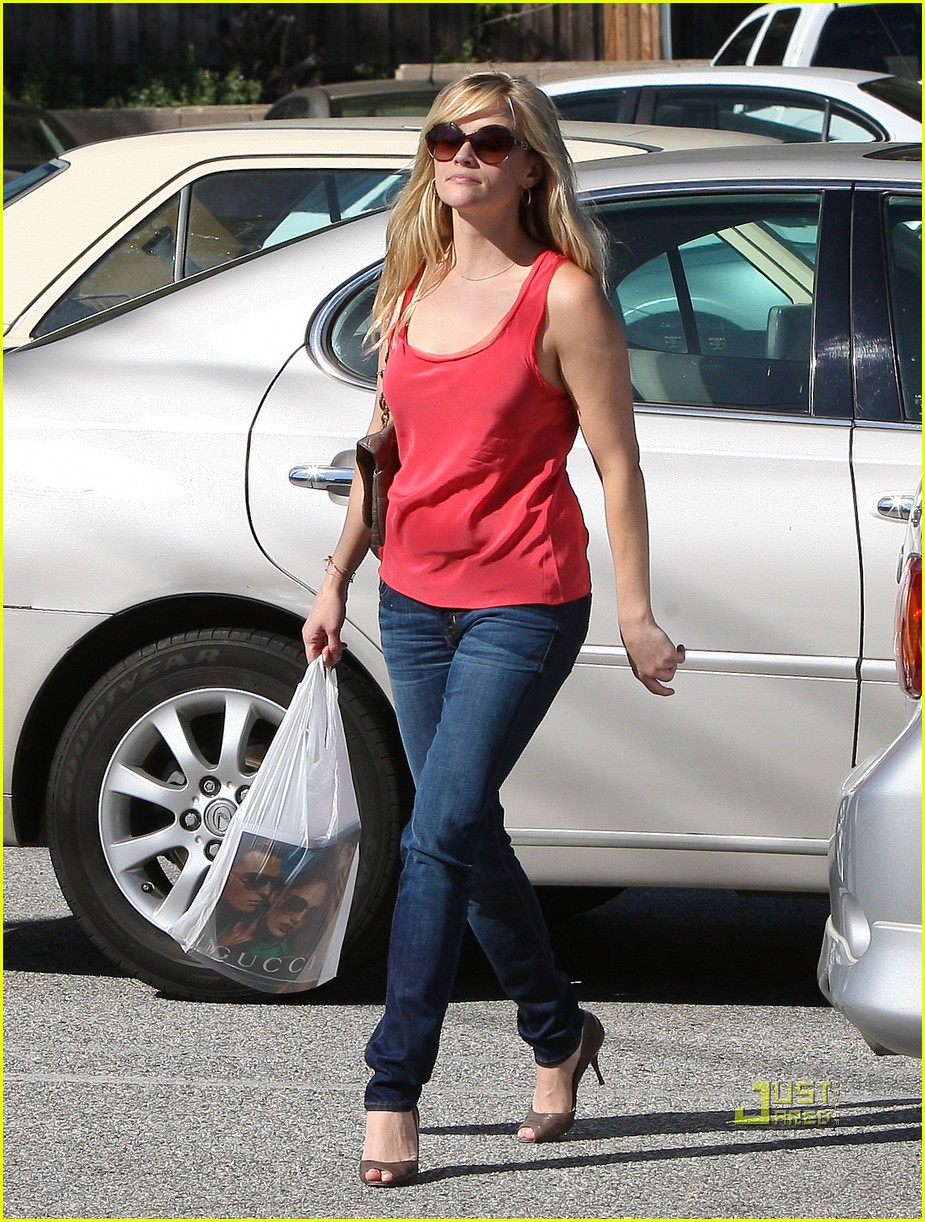 reese witherspoon red tank 02