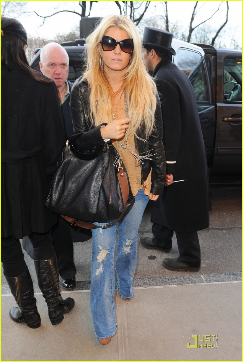 jessica simpson nyc jfk 01